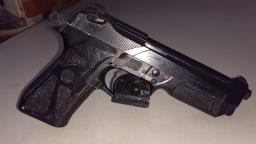 Baep detém trio com réplica de arma escondida em carro roubado