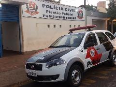 Policiais apresentam a ocorrência na delegacia de plantão de Araraquara (Claudio Dias) - Foto: ACidade ON - Araraquara