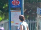 Jovem em ponto de ônibus - Foto: F.L.Piton / A Cidade
