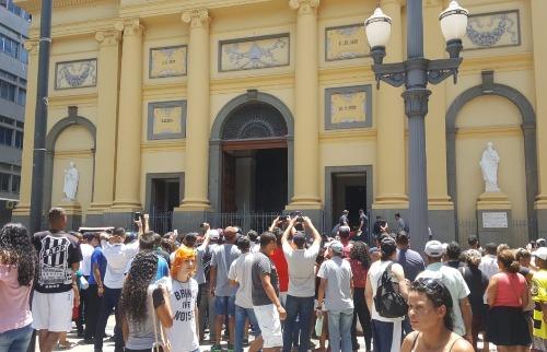 População acompanha trabalho da Polícia na Catedral (Rede social) - Foto: (Rede social)