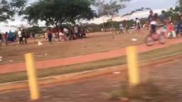VÍDEO: Praça em frente a condomínio volta a ter aglomeração