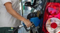 Preço da gasolina deve cair 9,5% e diesel 6,5%, diz Petrobras