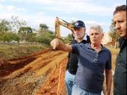 Prefeito acompanha construção de ponte no Córrego Monjolinho