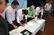 Prefeitos assinaram convênio na manhã desta quarta-feira - Foto: Divulgação