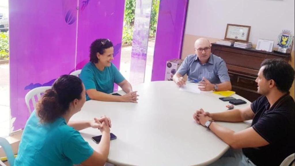 Secretário Dário Saadi e coordenador Fernando Vanin durante reunião com professoras da Secretaria de Esportes sobre projeto. (Foto: Crédito - Carlos Bassan - PMC) - Foto: ACidade ON - Campinas