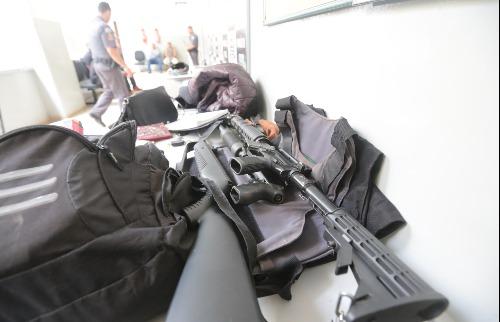 Polícia Militar recuperou R$ 278 mil e apreendeu armas, munições e explosivos - Foto: Matheus Urenha / A Cidade