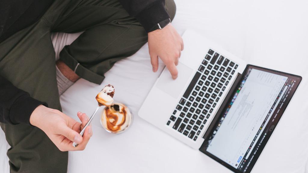 Fazer várias coisas ao mesmo tempo nem sempre é sinal de produtividade - Foto: Divulgação