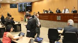 Em sessão-relâmpago, Câmara aprova reajuste a servidores