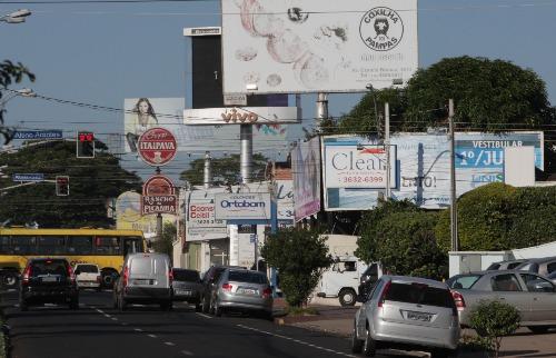 Weber Sian / A Cidade - Visual em 2011:  Cenário de Ribeirão Preto mudou por completo após a Cidade Limpa (foto: Weber Sian / A Cidade - 15.jun.2012)