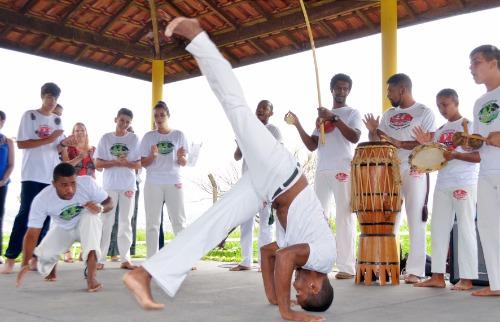 Tetê Viviani - Projeto mescla capoeira e ecologia no combate as drogas e alcoolismo em escola (Tetê Viviani/Divulgação)