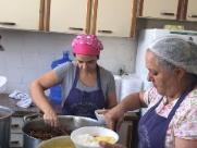 Voluntários entregam marmita a moradores de rua em Ribeirão Preto
