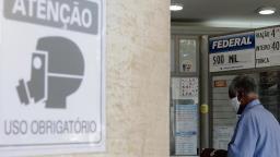OMS: mortes e internações por covid-19 caem no Brasil
