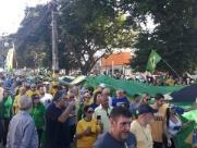 Manifestação em favor de Moro e da Lava Jato tem oração e hino
