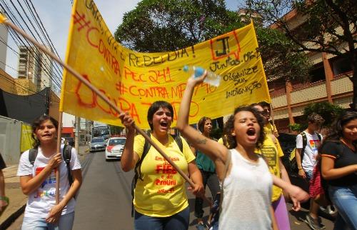 F.L.Piton / A Cidade - Estudantes e professores protestaram em Ribeirão Preto contra a aprovação da PEC 241