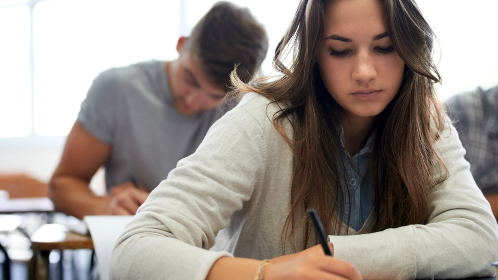 Estudante durante prova no Poliedro - Foto: Divulgação
