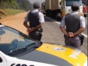 Proprietário de ônibus rural é preso ao apresentar documentos falsos a policiais