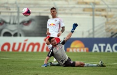 Red Bull não conseguiu passar pelo goleiro Tadeu (Foto: Denny Cesare/Código 19) - Foto: ACidade ON - Campinas