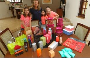 F.L.Piton/A Cidade - Professora Alessandra Brochi utiliza a renda extra para pagar esportes para as três filhas