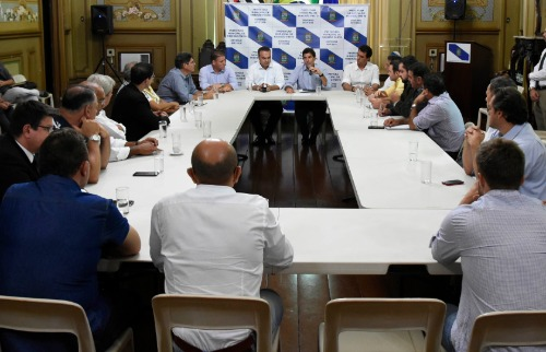 Thaisa Coroado  / Divulgação Câmara Municipal - Vereadores se reuniram com o prefeito Duarte Nogueira