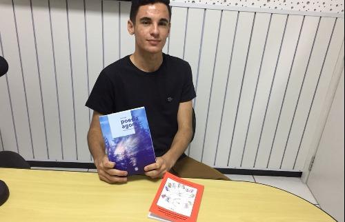 Rian Fernandes, de 17 anos, teve seu poema selecionado para uma coletânea - Foto: ACidade ON - Araraquara