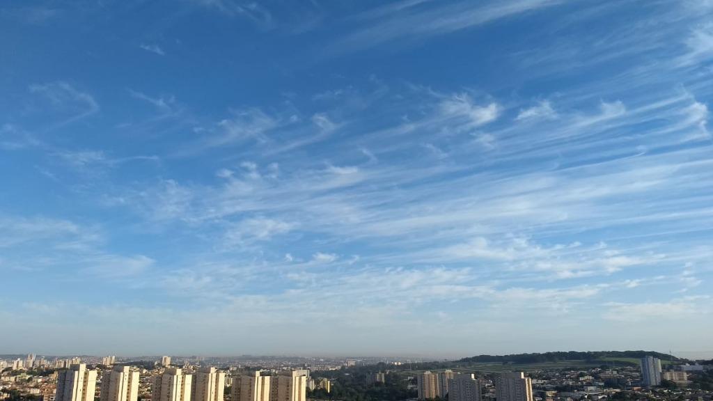 Sol predomina em meio a nuvens nesta quinta-feira (30) - Foto: Ricardo Canaveze / ACidade ON