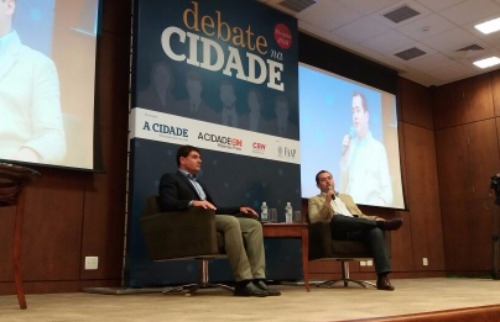 Thiago Roque / A Cidade - Duarte Nogueira (PSDB) e Ricardo Silva (PDT) falaram sobre projetos, mas aproveitaram para trocar acusações (Foto: Thiago Roque / A Cidade)
