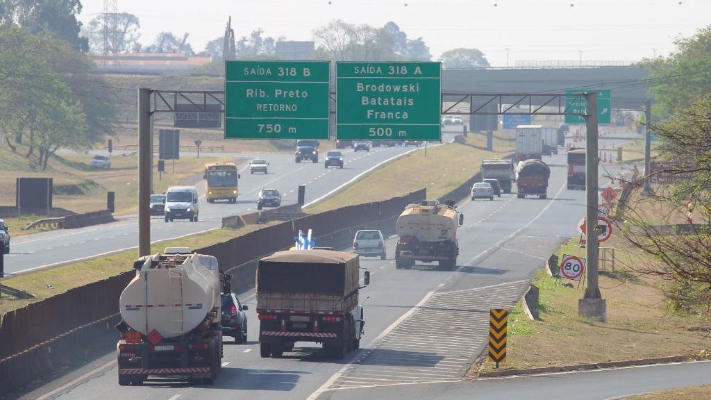 Polícia Rodoviária e agentes da concessionária responsável pela via estão no local (Foto: F.L. Piton/Arquivo A Cidade)