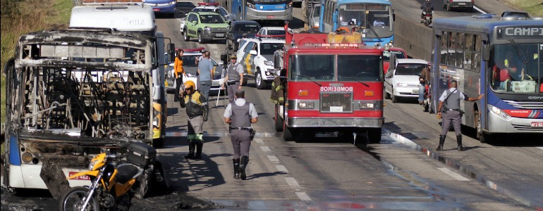 Ônibus é incendiado em rodovia de Campinas - Foto: Foto do Leitor - Adalberto Christian do Amaral