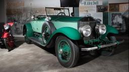 Americano fica 77 anos com o mesmo carro e o doa para museu