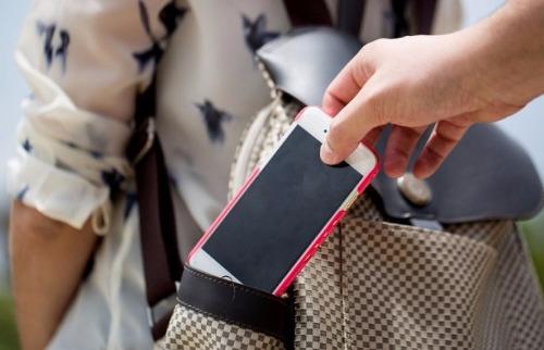 Roubo e furto de celulares são crimes comuns - Foto: Da reportagem
