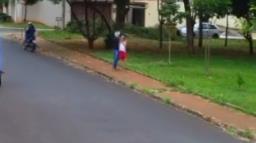 Vídeo: Advogado é assaltado em praça da zona leste de Ribeirão