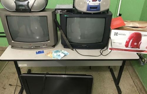 Objetos roubados foram recuperados pela polícia (foto: Divulgação / Polícia Militar) - Foto: Divulgação