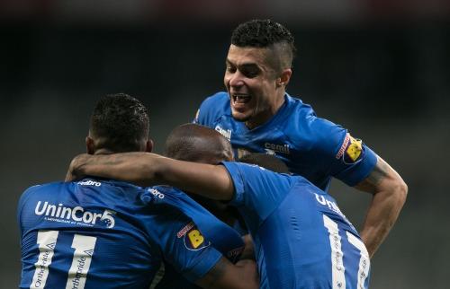 Comemoração de gol marcado por Sassa, do Cruzeiro, em partida disputada neste domingo (23) no Mineirão (Foto: Agif/Folhapress) - Foto: Agif/Folhapress