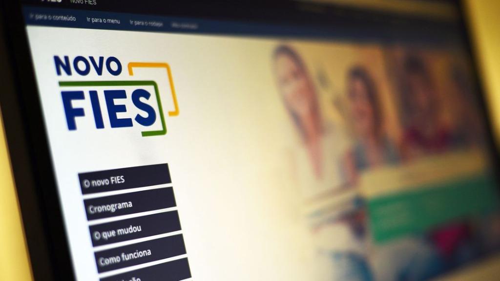 De acordo com o Ministério da Educação (MEC), este ano o Fies vai oferecer 93 mil vagas. Foto: Marcello Casal Jr. / Agência Brasil - Foto: DIVULGAÇÃO