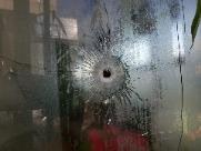 Bandidos detonam explosivos em banco e levam terror a moradores