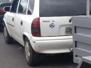Carro furtado é encontrado em estado de abandono