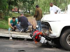 Acidente entre carro e moto deixa motociclista ferido (Maurício Duch/ folharegião.com.br) - Foto: (Maurício Duch/ folharegião.com.br)
