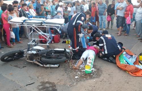 Colisão deixou pai e filha feridos (foto: ACidade ON) - Foto: ACidade ON - São Carlos