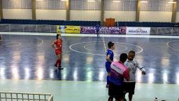 Atletas de São Carlos abandonam jogo após técnico relatar racismo