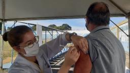 Vacinação segue nesta quarta-feira (5) com idosos de 61 anos