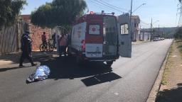 Jovem morre atropelado após cair de ônibus no Cidade Aracy