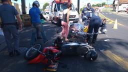 Motociclista tem fratura exposta ao colidir em caçamba no Parque Sabará