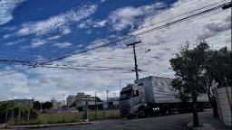 Semana deve ser de muitas nuvens e tempo quente em São Carlos