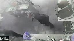 VÍDEO: câmeras flagram ação de assaltantes armados em mercado