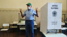 Airton Garcia (PSL) é o primeiro candidato a votar em São Carlos