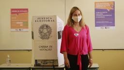 Candidata a prefeita de São Carlos, Marina Mello (PSD) vota na escola Militão