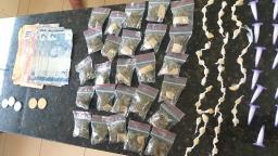 Homem e adolescente são detidos com maconha, cocaína e crack