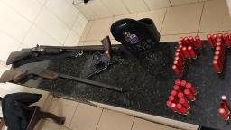 Homem é preso após roubar carros e armas em chácara no bairro Água Fria