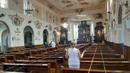 Um ano depois de Bolsonaro, Doria decreta igreja como atividade essencial