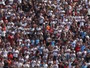 Torcedor cai da arquibancada em jogo do São Paulo pelo Brasileirão